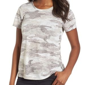 🖤Vince Camuto Camo Scoop Neck T-Shirt